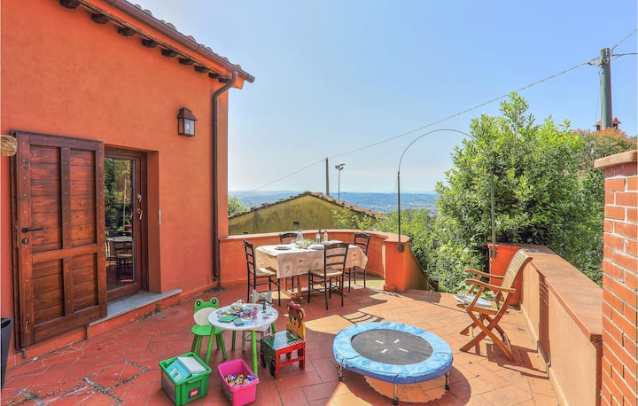 Holiday cottage with 5 bedrooms on 210m² in Limite sull'Arno