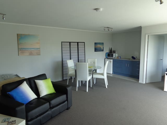 Matapouri Holiday Unit - Matapouri - Bed & Breakfast
