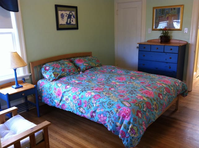 Lovely Bedroom with Private Bath - San Francisco - Hus