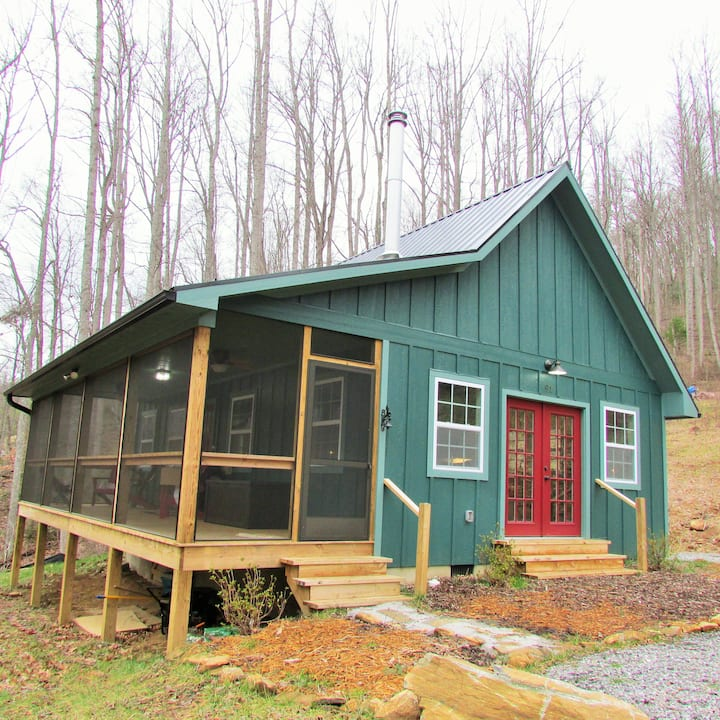 Minutes to Blue Ridge Parkway-Bright & Cozy Cabin