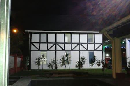 Tudor Cottage in JB, near Singapore - ジョホールバル