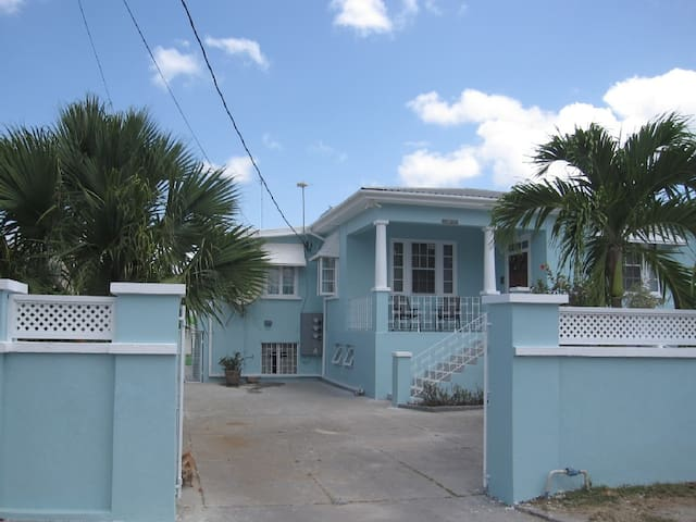 Lovely Coastal Carribean Home Upper Flat