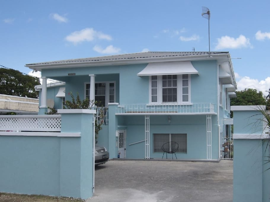 Left front view of Lyriston with parking for 2 cars - Brighton Beach house rental