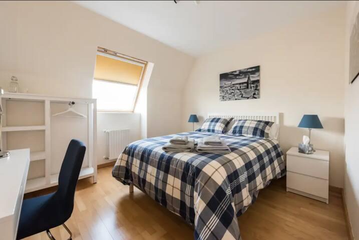 Toledo Room for 2 in Aranjuez, TV, WIFI