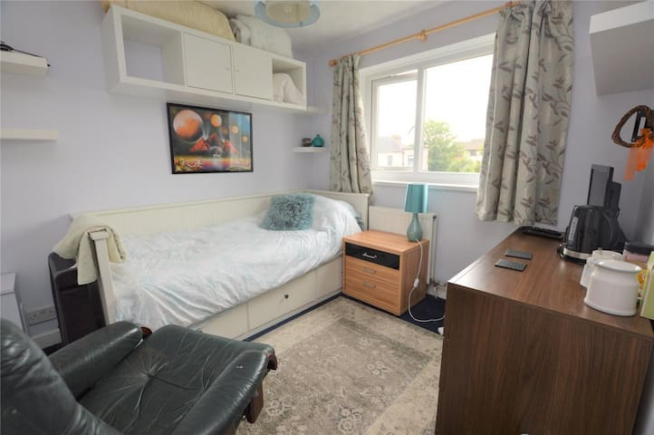 Cosy and private single room