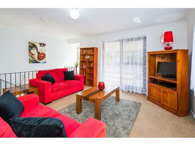 OPPOSITE PARKLANDS - PRIVATE ROOM! - Wishart