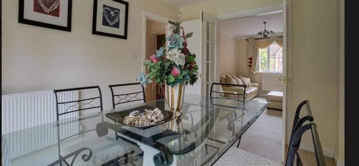 Luxury 4 bedroom house - Clean & Modern