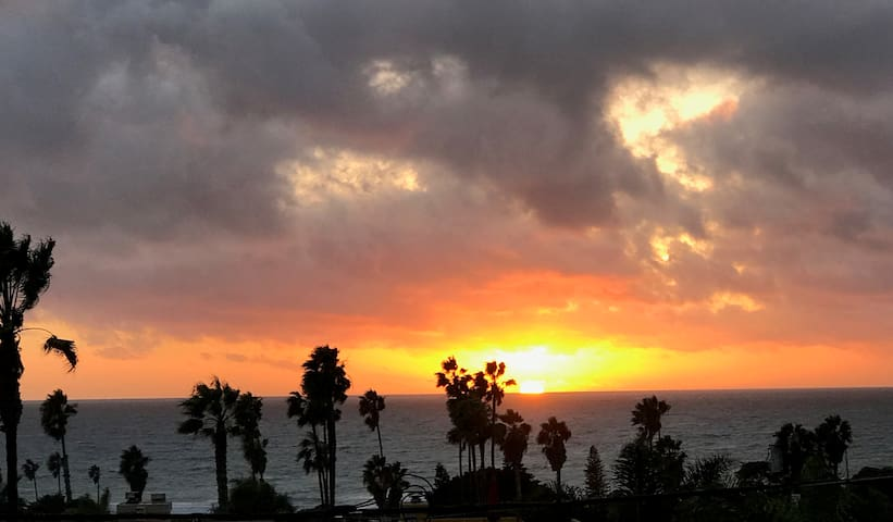 Cardiff Beach House, views, short walk to beach - Encinitas - Hus