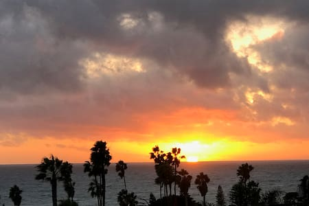 Cardiff Beach House, views, short walk to beach - Encinitas