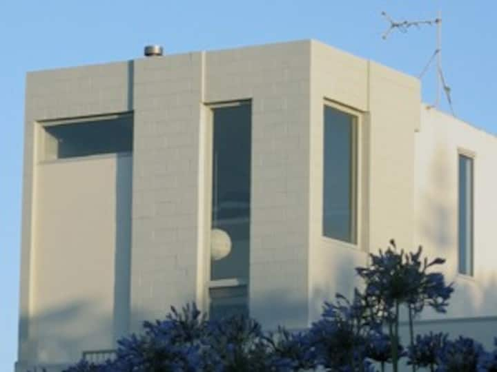 Architect-designed bach at Te Horo