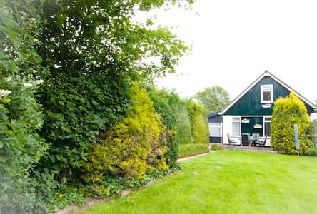 Private guesthouse  near lake IJsselmeer.... - Oudemirdum - บ้าน