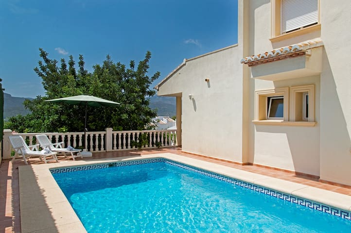 Villa in Jalón, for 6 pax with private pool and views of the valley. Free WIFILURIE,