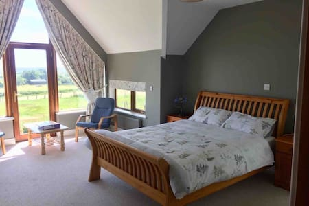 Beautiful Ocean View En-Suite in Garryvoe (Room Z)