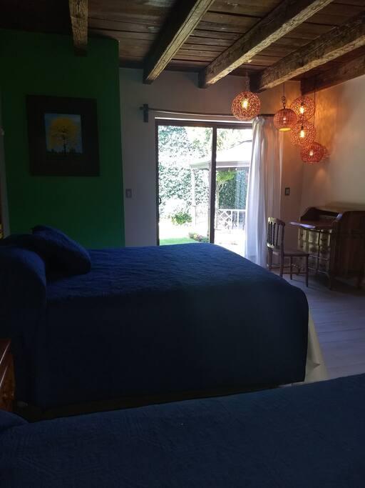 La habitación Tabasco cuenta con dos camas Queen size que cumplirán las expectativas de comodidad de los huéspedes. Sus detalles folklóricos, gracias a los hermosas y alegres artesanías de manos tradicionales, invita a tener un relajante descanso