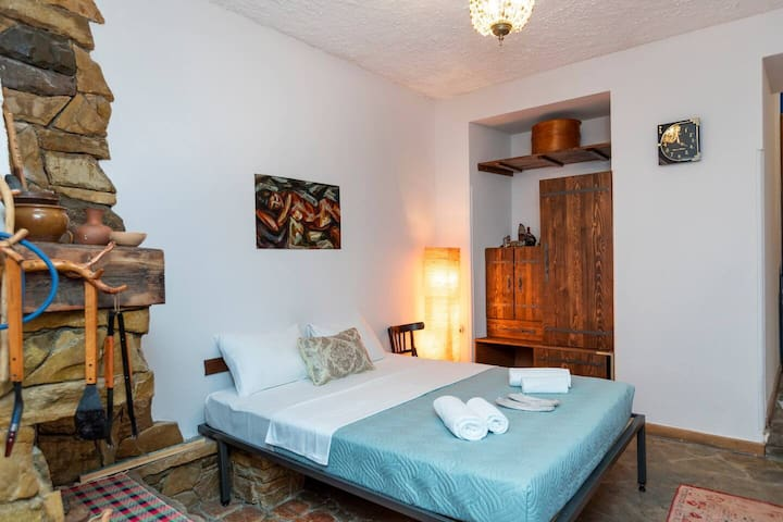 ❀Traditional studio apt. in the heart of Tbilisi 2 min. to Rustaveli avenue❀