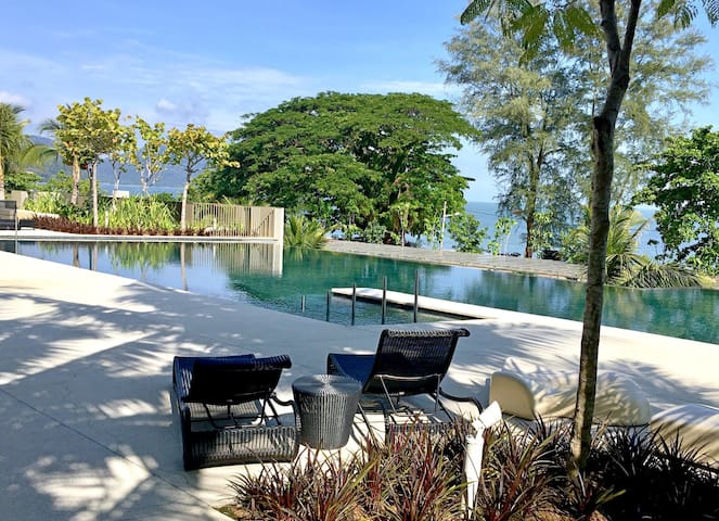 Seaside, heart of Batu Ferringhi beach, cozy stay