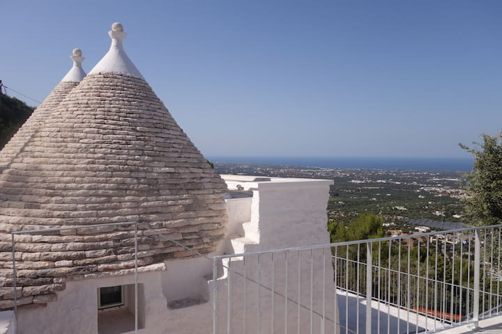 PANORAMIC SEA VIEW TRULLO SLEEPS 4 WITH POOL