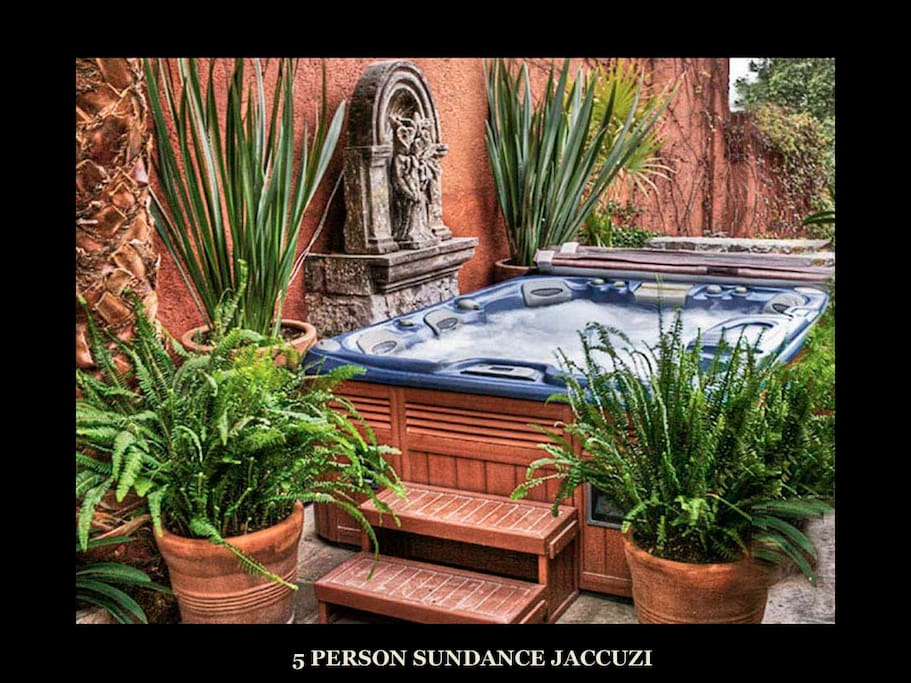Very Private-6 person Sundance Jaccuzi