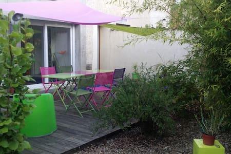 Chambre dans une maison verte - Cailloux-sur-Fontaines