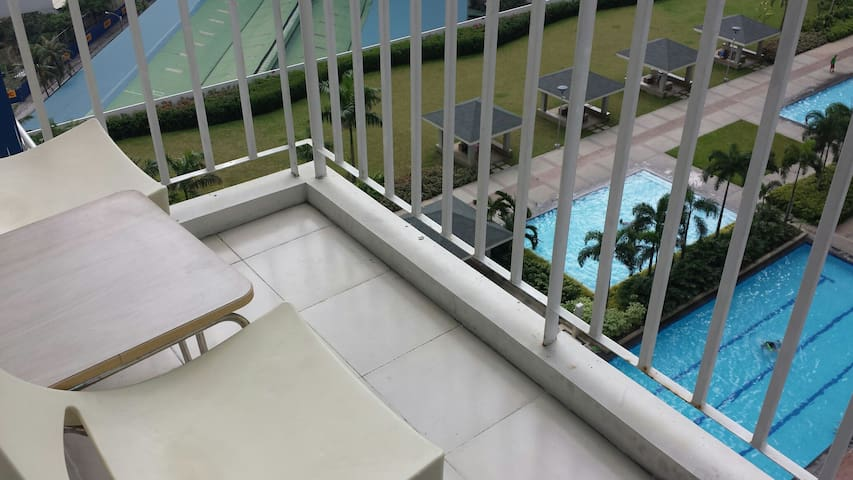 Cozy 1-BR Condo with best view of the Pool