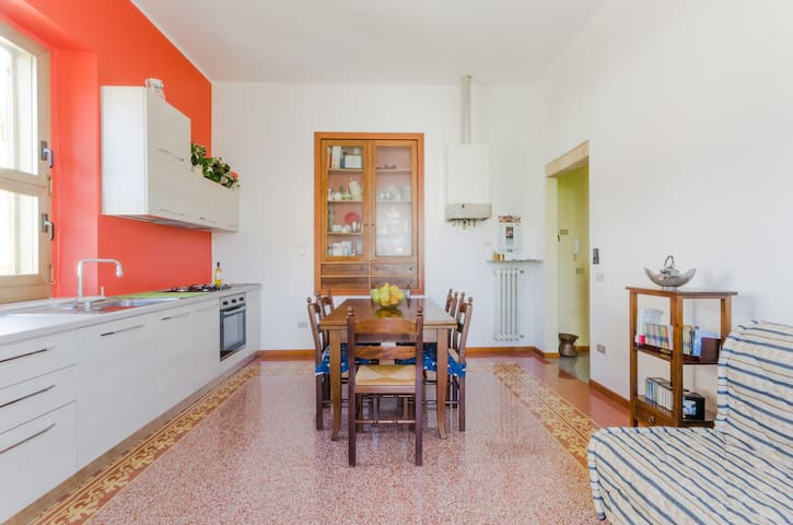 Cucina leaving - fully equipped kitchen with gas hob, dish washer, hoven, fridge