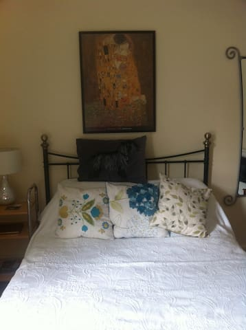 Large, comfy double bedroom - Smethwick - 獨棟