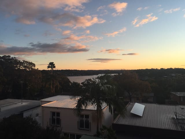 Open plan fully contained flat overlooking Georges river, 3 mins short walk to waterfront park.
