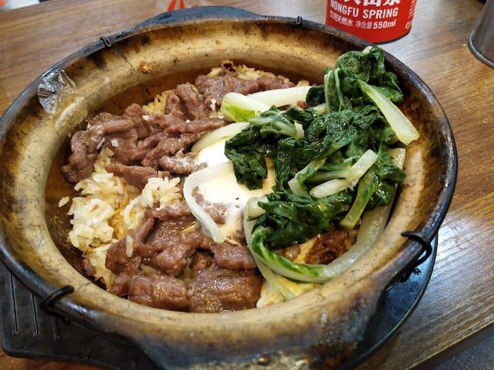 窝蛋牛肉煲仔饭 Claypot rice with beef and egg