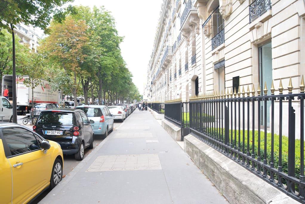 Exceptionnel rare avenue montaigne appartements louer for Achat appartement atypique ile de france