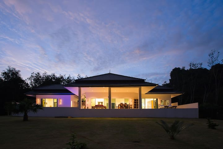 SAWAN VILLA - BREATHTAKING VIEWS - Tambon Khao Thong - Villa