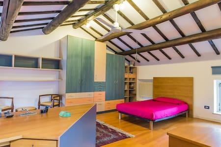 Mansarda con 2 letti e uso piscina - House