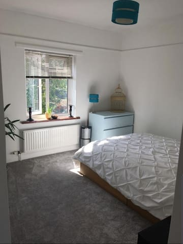 Double Room in Historical Town by the Thames
