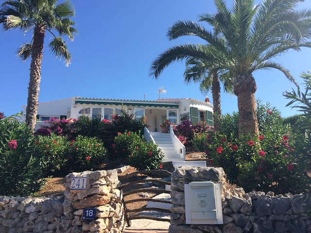 Superb 3bed villa,amazing location! - Binibeca - House