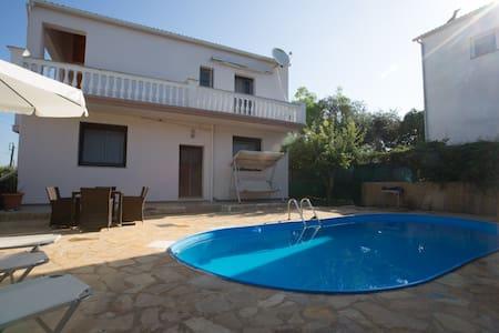 Villa Marinos mit Privat Pool  W-LAN