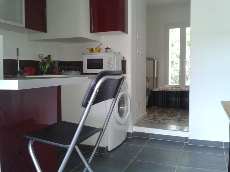 studio intra muros appartements louer avignon. Black Bedroom Furniture Sets. Home Design Ideas
