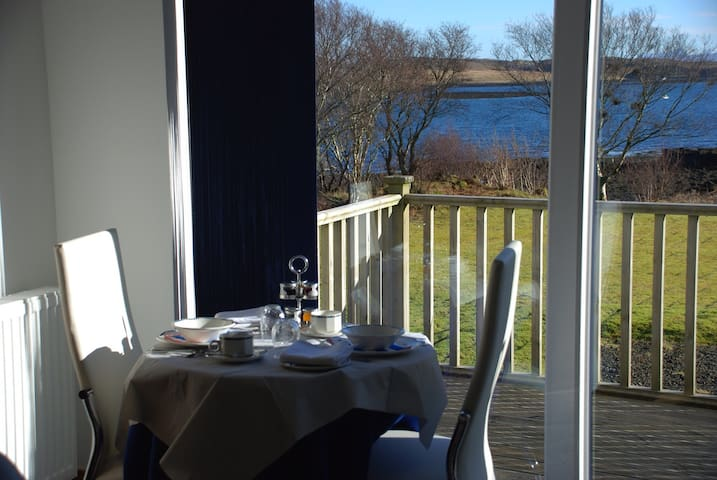 Colbost Skye. Self-contained lochside studio suite