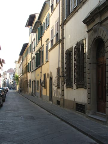 SINGLE BEDROOM IN THE CITY CENTER - Florence - Apartemen