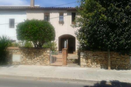Pueblo cerca d Playas y d Barcelona - Begues