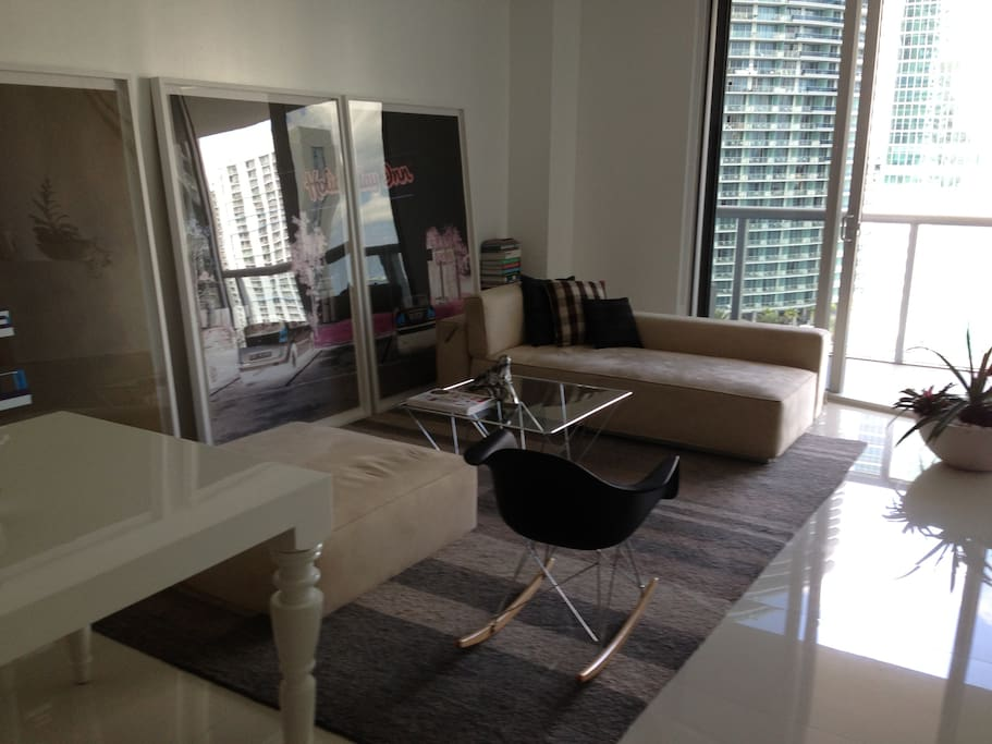 Cool condo in icon brickell miami apartamentos en for Muebles modernos en miami florida