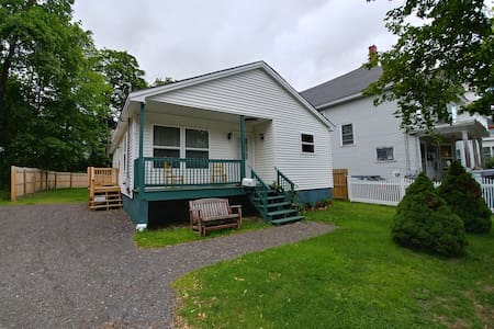 A Bangor Beauty - Walk to Waterfront & Downtown!