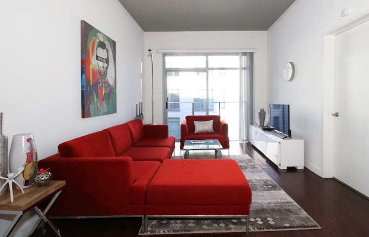1bed1b apt in Gaslamp/parking walk to convention.