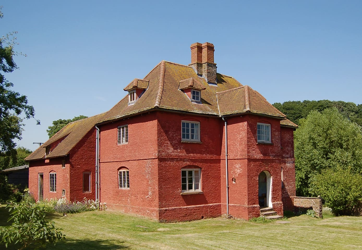Upper Red House = a 17th century farm house.