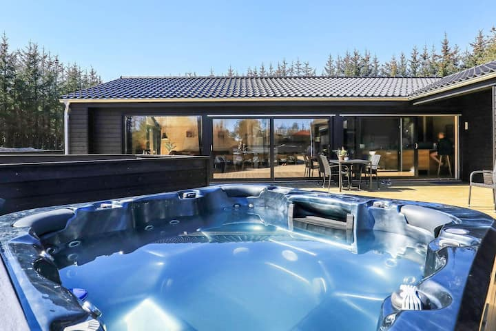 Luxurious Holiday Home in Ålbæk with Whirlpool