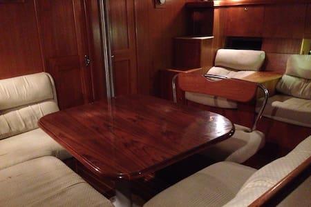 Luxury yacht single cabin