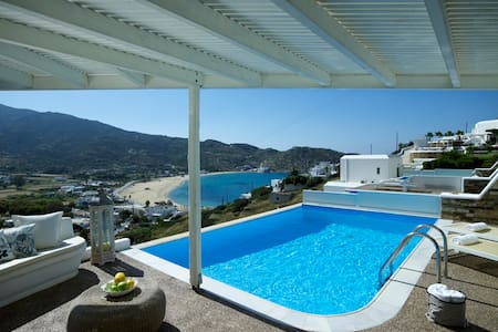 Levantes Ios maisonette with pool - Bed & Breakfast