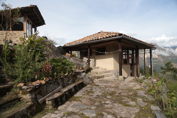 Adventurers´ eco-cottage with view of Gocta falls