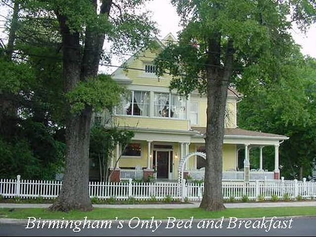 COBB LANE BED & BREAKFAST- Zebra Room