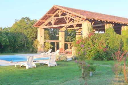 Gîte rural au coeur du Gers ancienne ferme rénovée - Samatan - Nature lodge