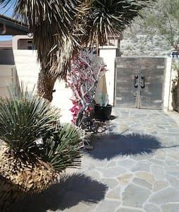 Serenity House  casita $115-$125 - デザートホットスプリングス - 別荘