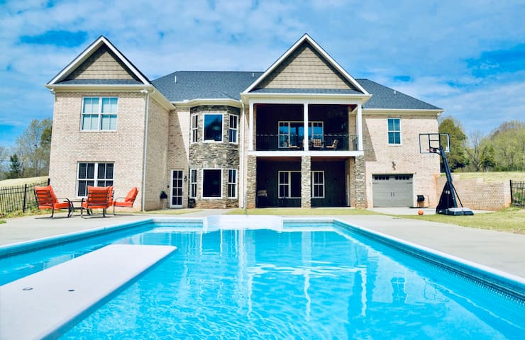 ⭐️ Basement Apt⭐️Family Retreat⭐️Girl's Getaway⭐️Pool⭐️